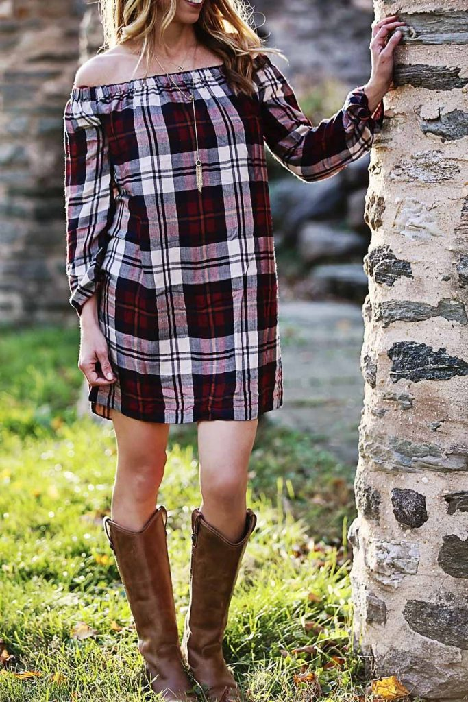 the motherchic wearing anthropologie plaid dress