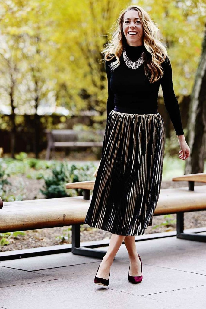 the motherchic wearing nordstrom metallic midi skirt
