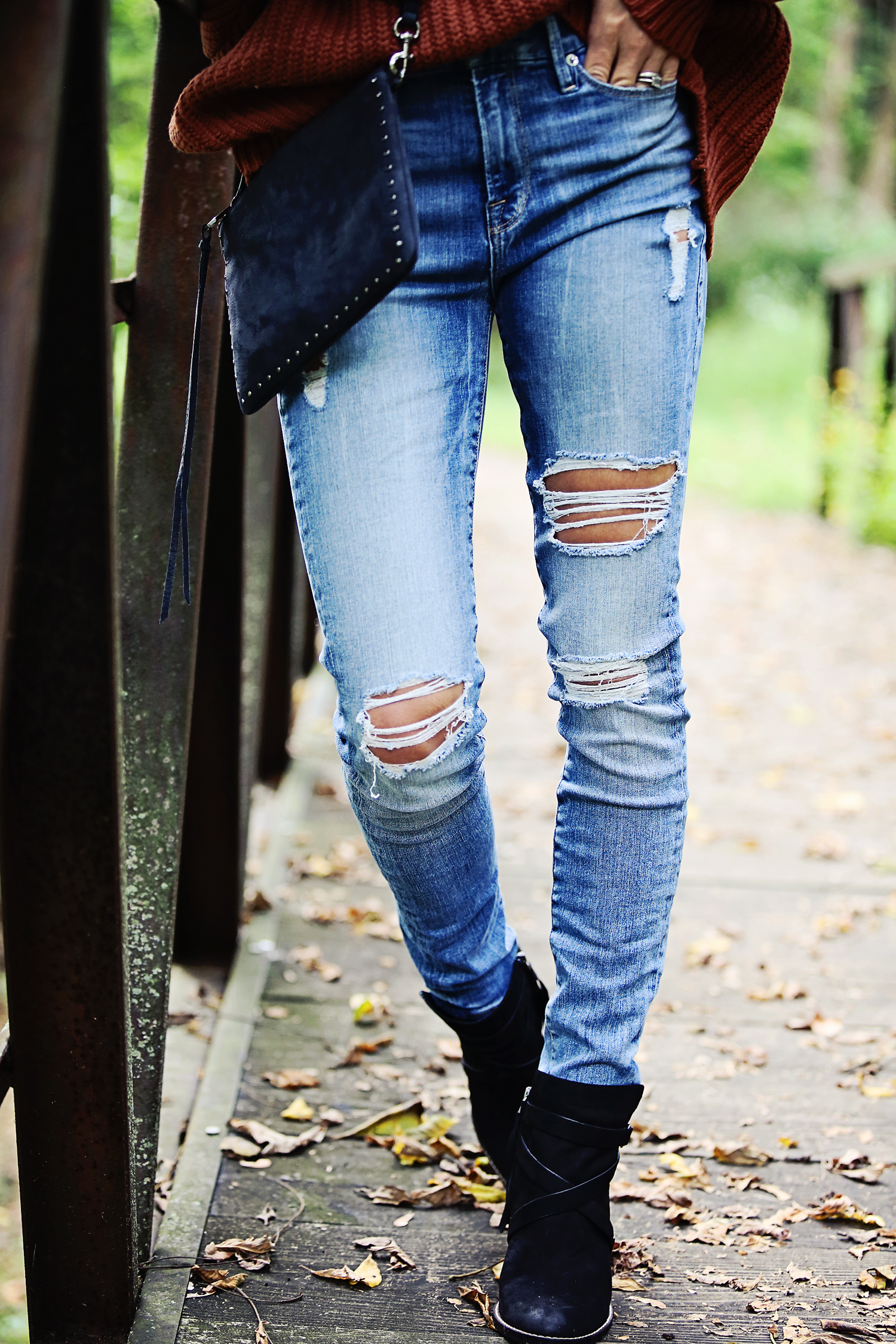 The Motherchic wearing good american jeans and sam edelman booties