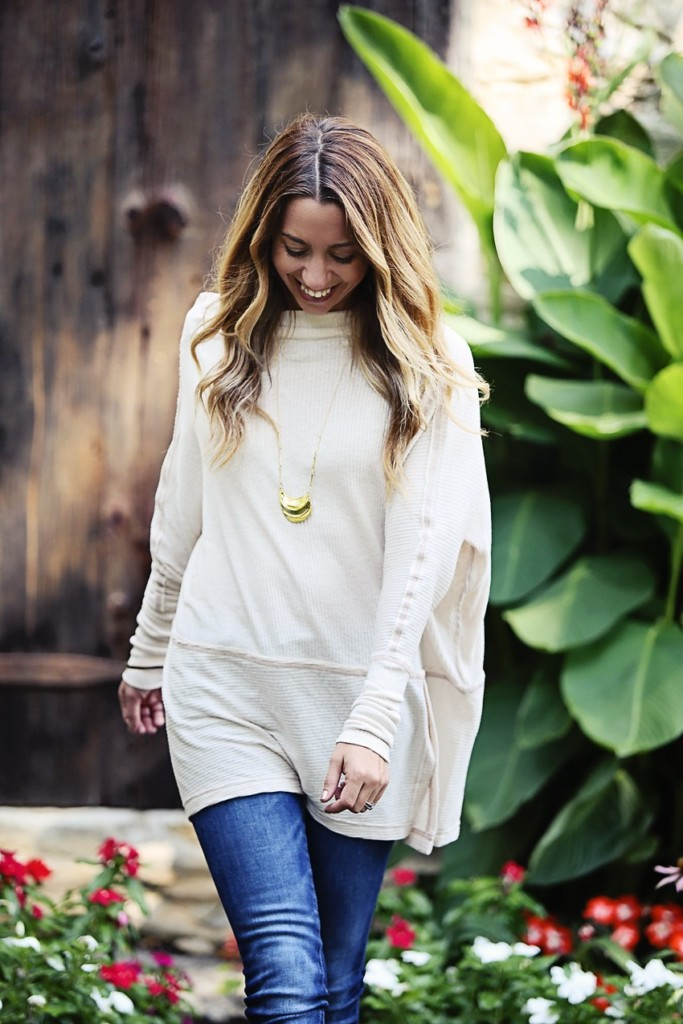 The Motherchic wearing an easy fall outfit - free people tunic and blank nyc jeans