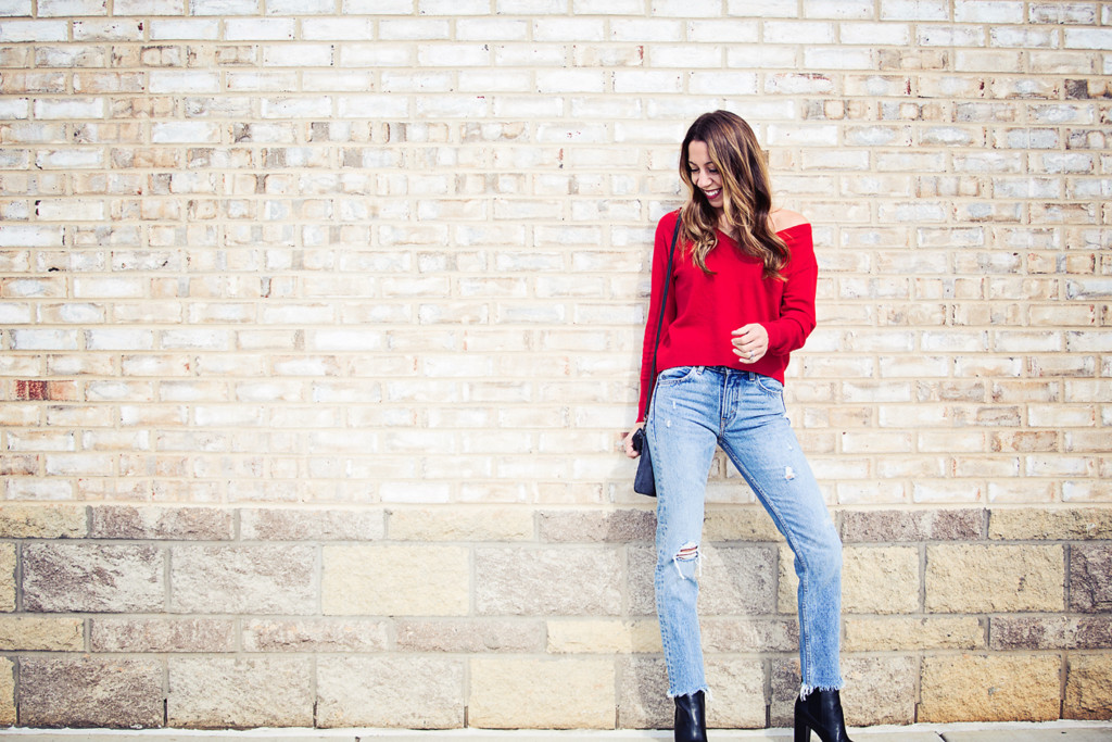 The Motherchic wearing Everlane sweater and levi's jeans