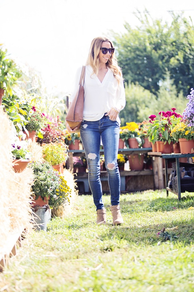 Effortless classic style - white top and distressed jeans
