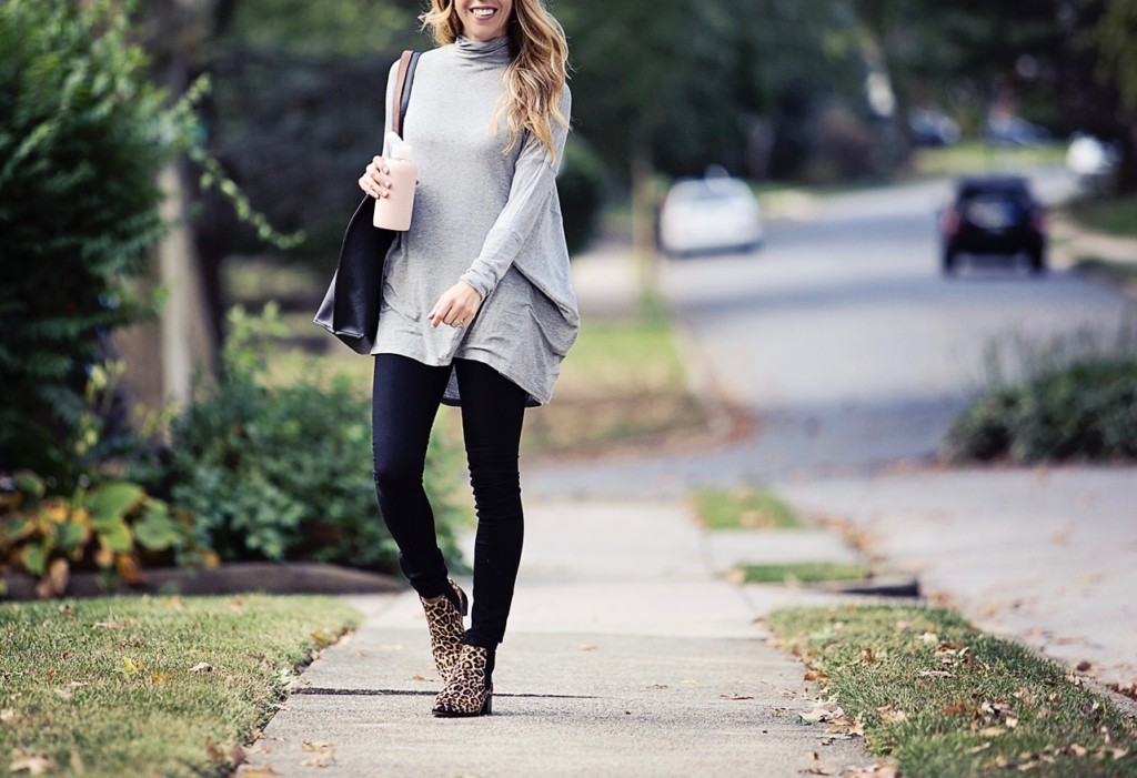 The Motherchic wearing fall outfit from Lord & Taylor