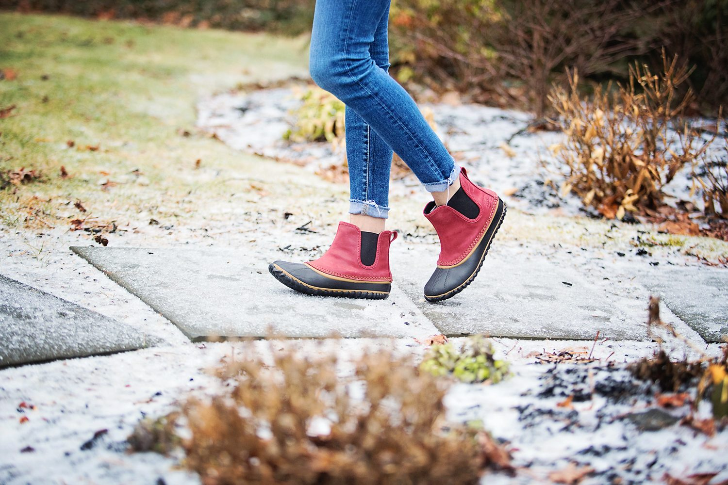 The motherchic wearing sorel chelsea boots
