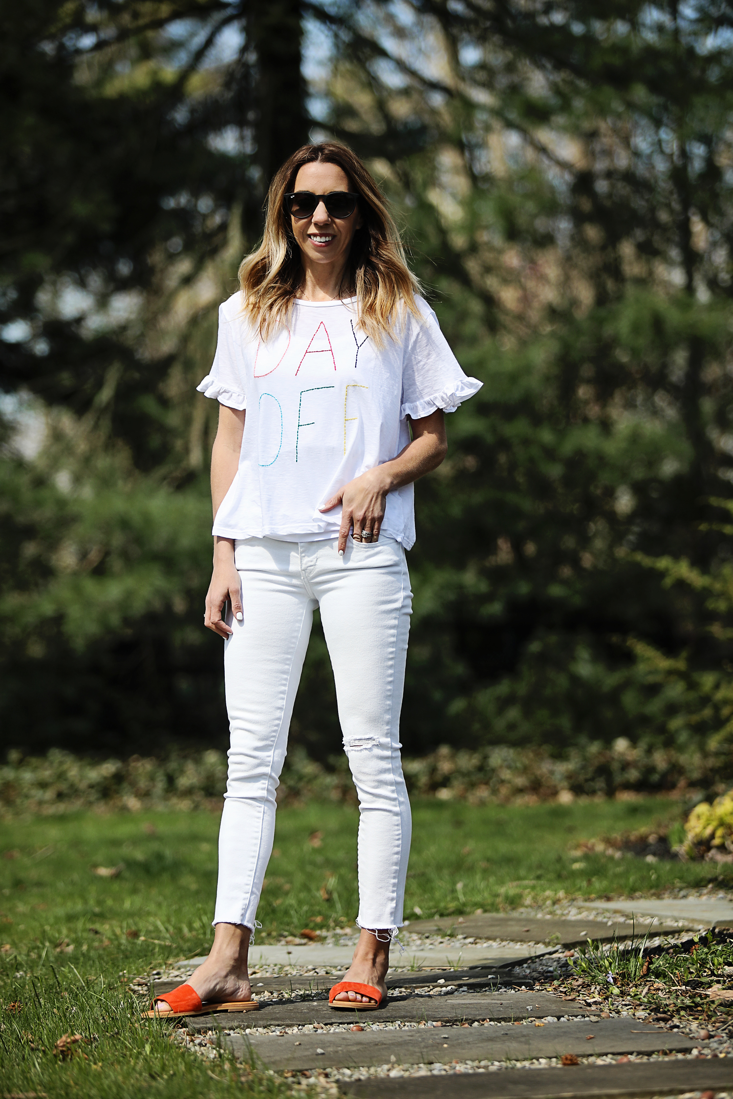 The Motherchic wearing white denim levi's