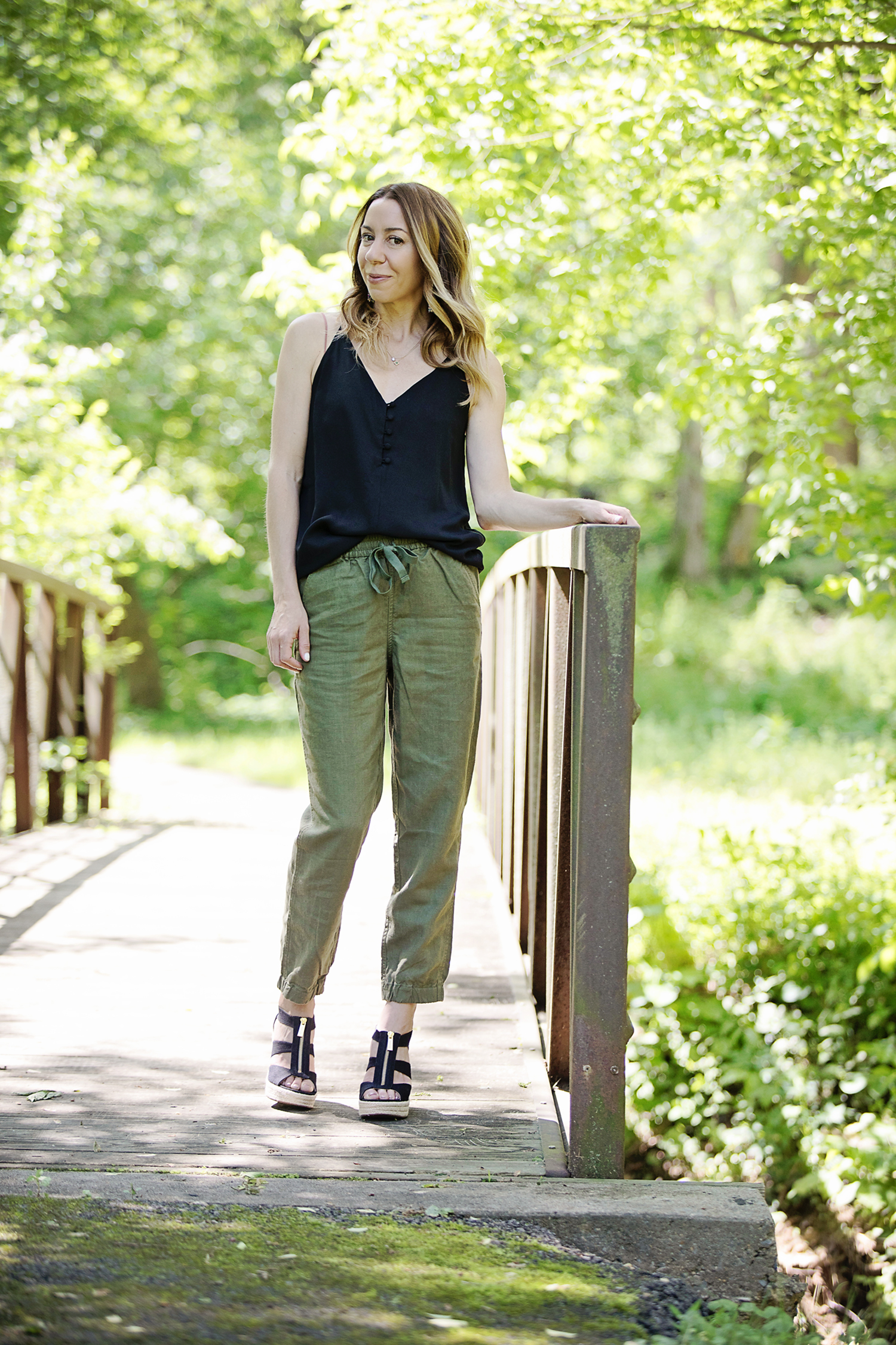 The Motherchic wearing J.Crew seaside pant