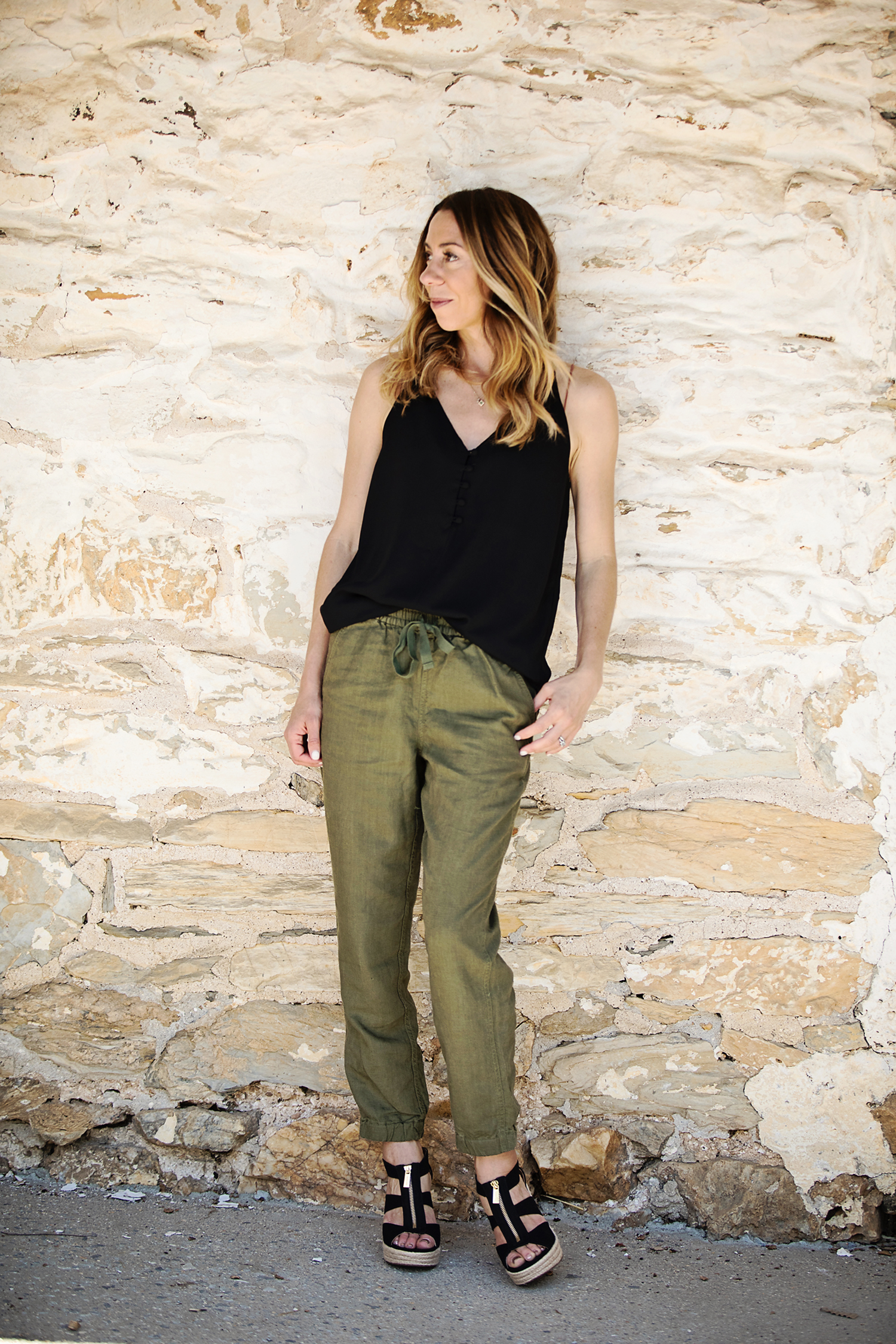The Motherchic wearing J.crew Seaside pant and loft cami