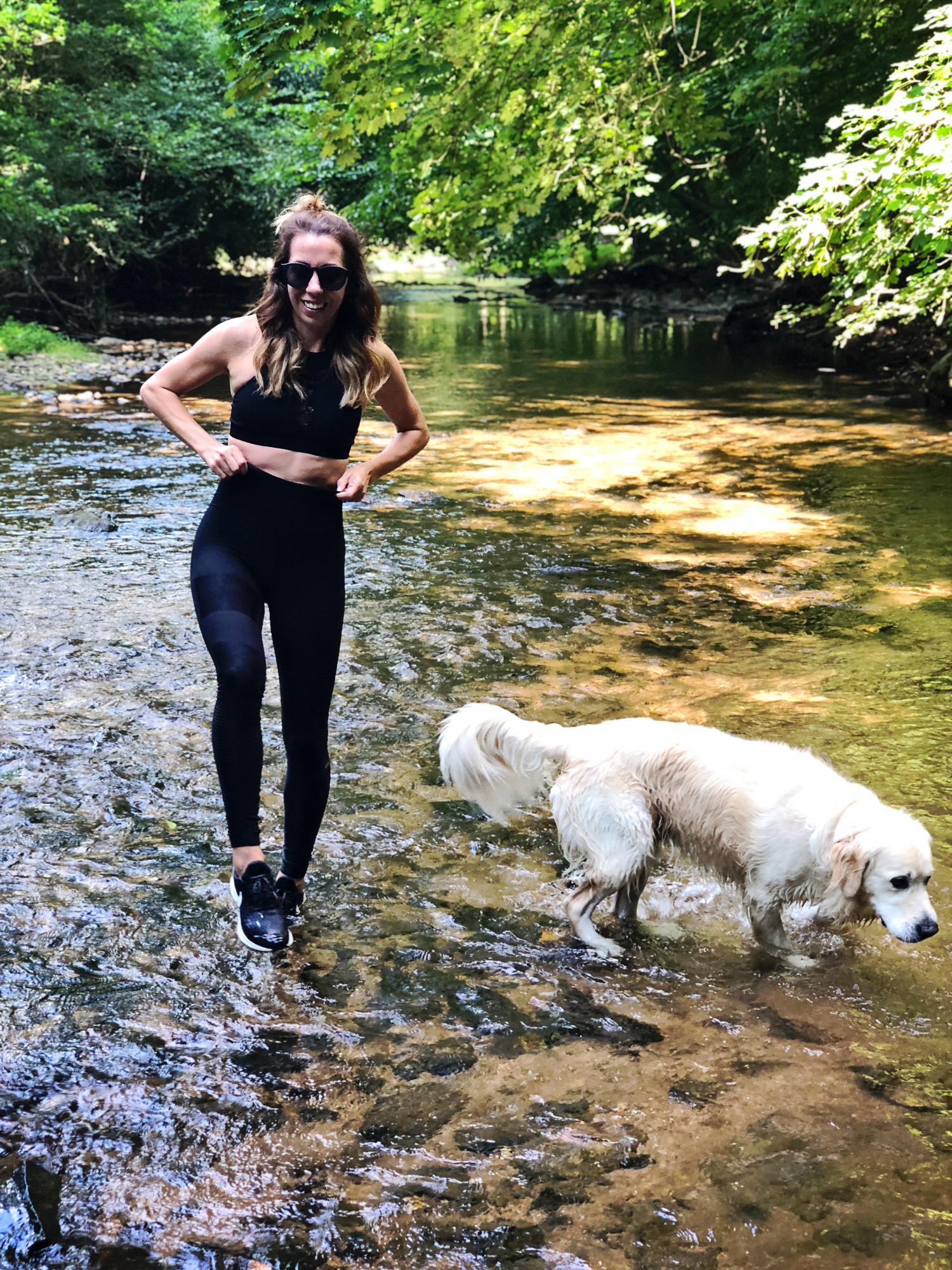 The Motherchic wearing alo leggings from backcountry