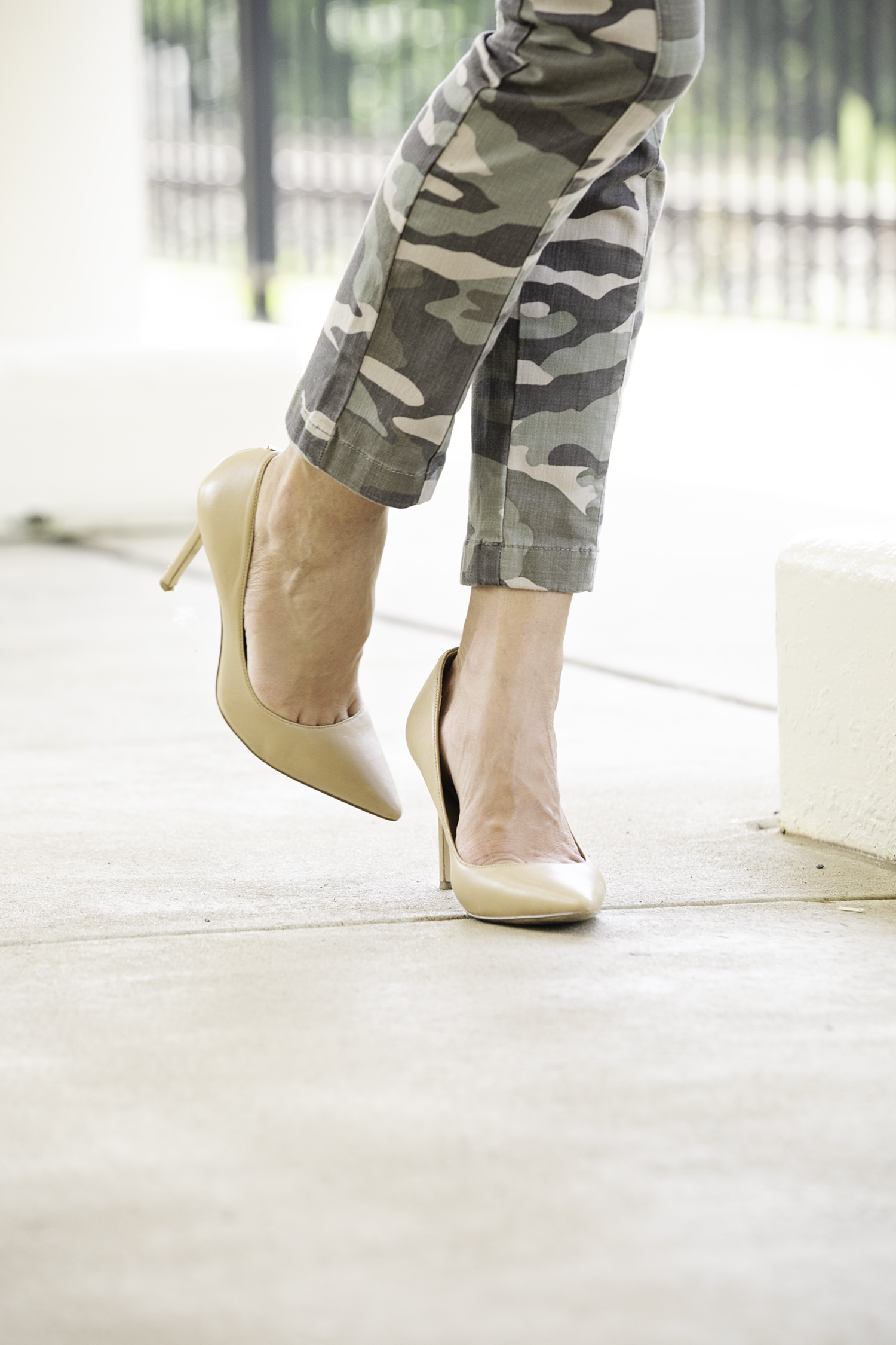the motherchic wearing camo pants and sam edelman hazel pumps