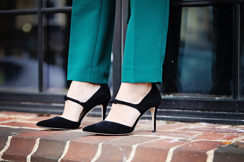 the motherchic wearing ann taylor bow heels