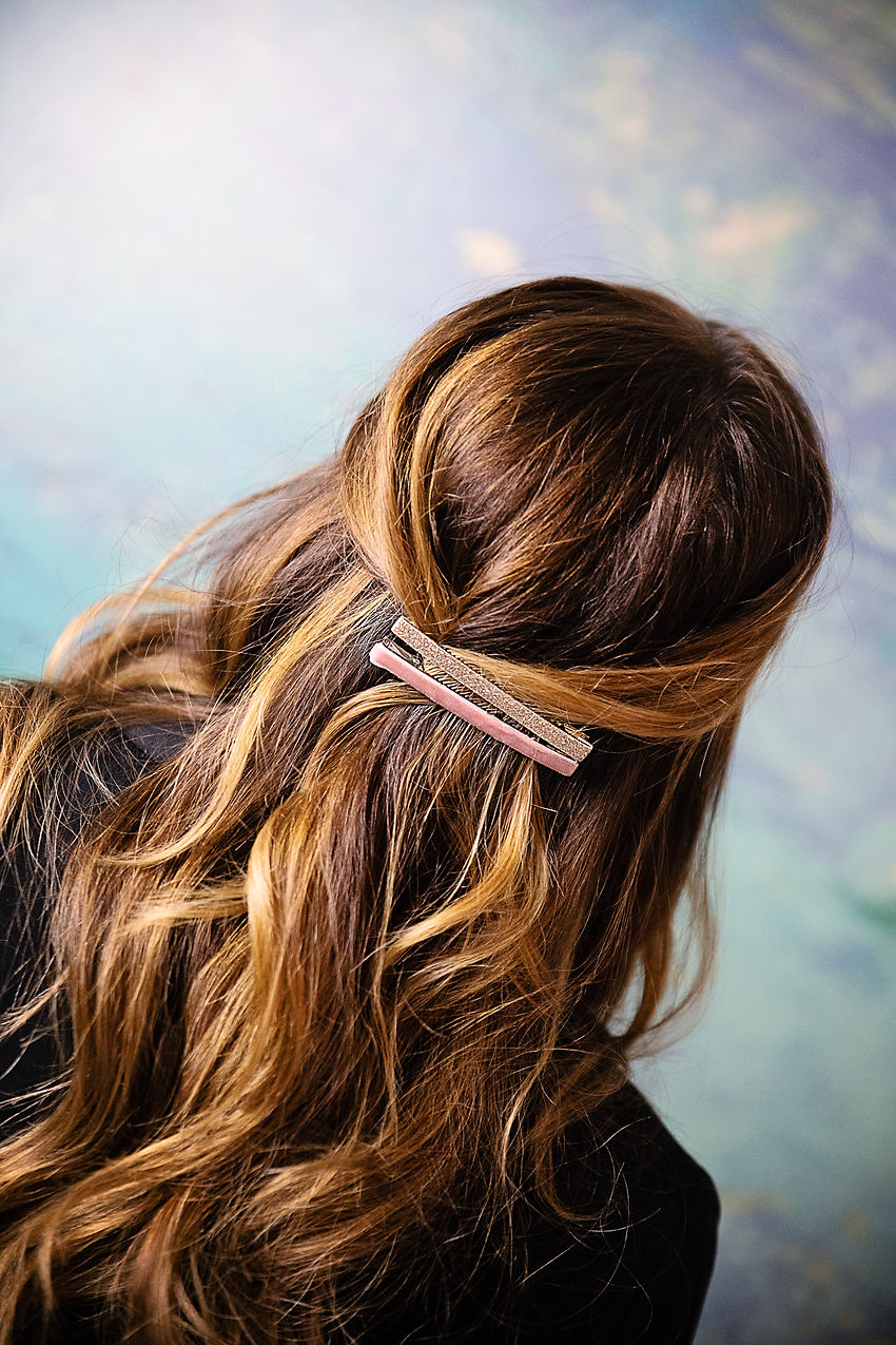 the motherchic wearing barrettes