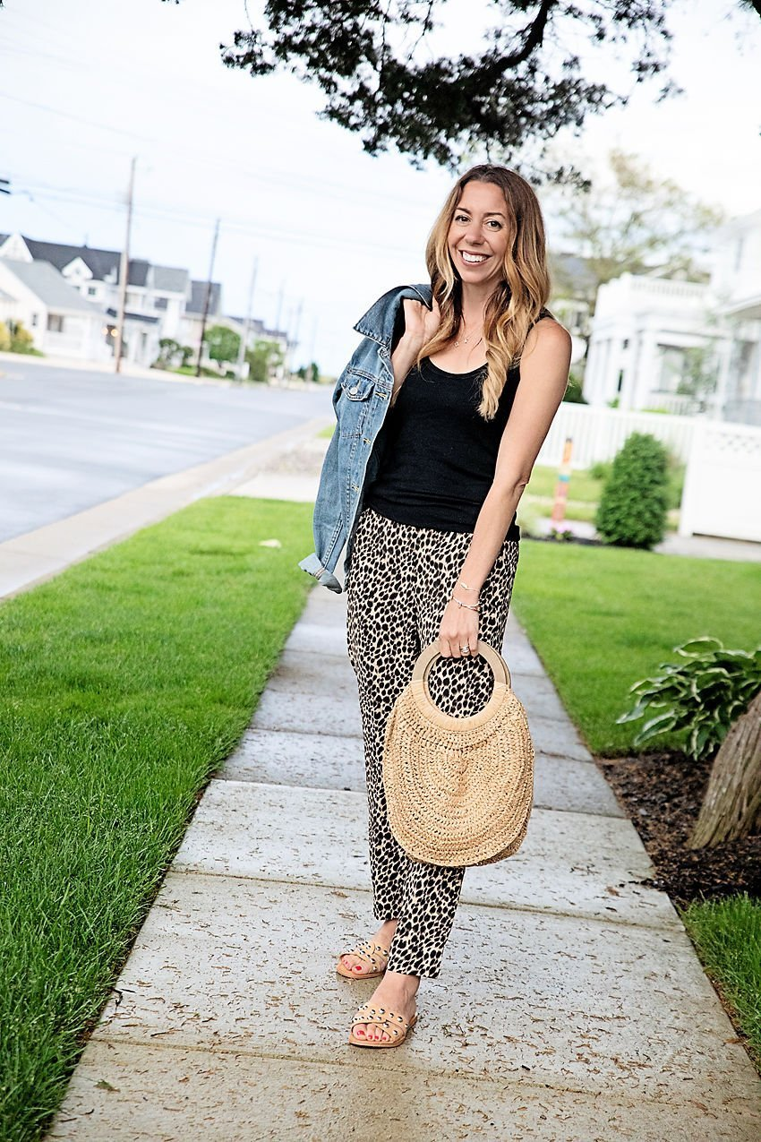 The Motherchic showing how to wear printed pants