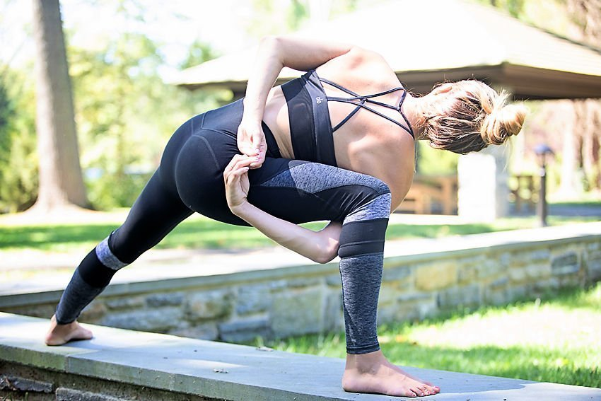 The Motherchic wearing Alo Yoga