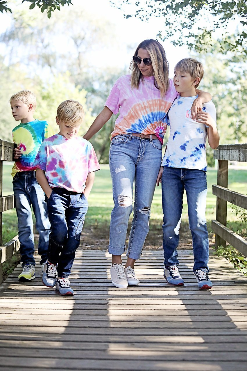 The motherchic wearing gap girlfriend jeans
