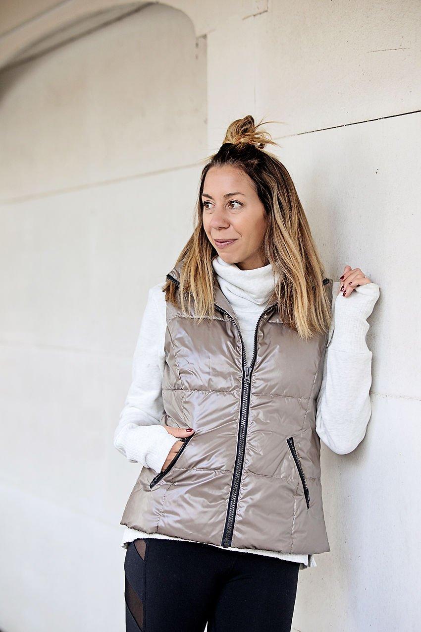 the motherchic wearing core10 vest