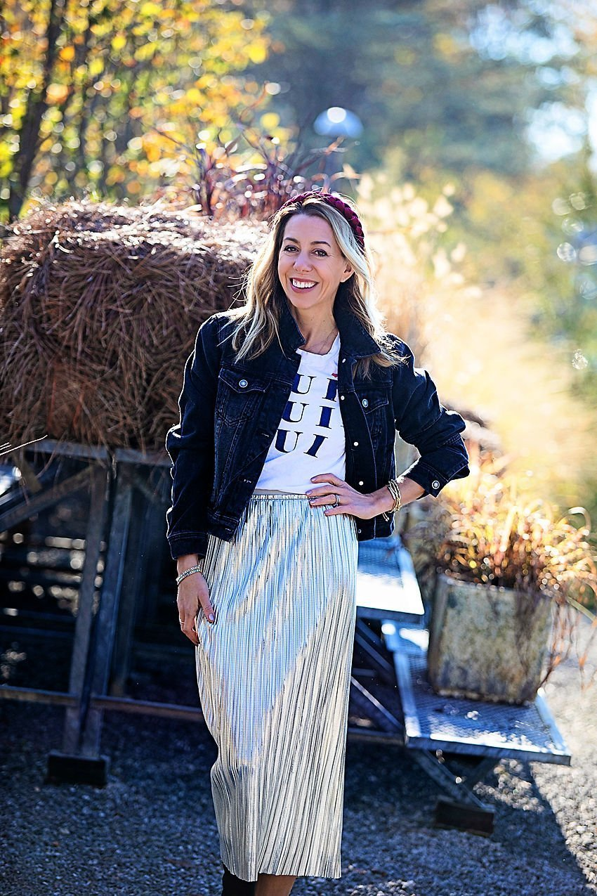 the motherchic holiday brunch outfit anthropologie skirt