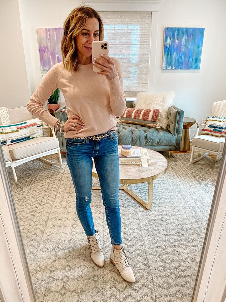 the motherchic wearing everlane cashmere sweater jeans moto bootie