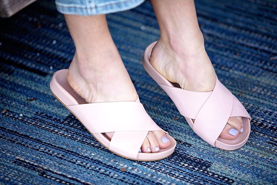 The Motherchic wearing Everlane criss crop sandal