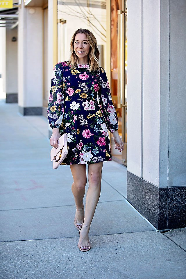 The motherchic wearing vince camuto long sleeve dresses for spring
