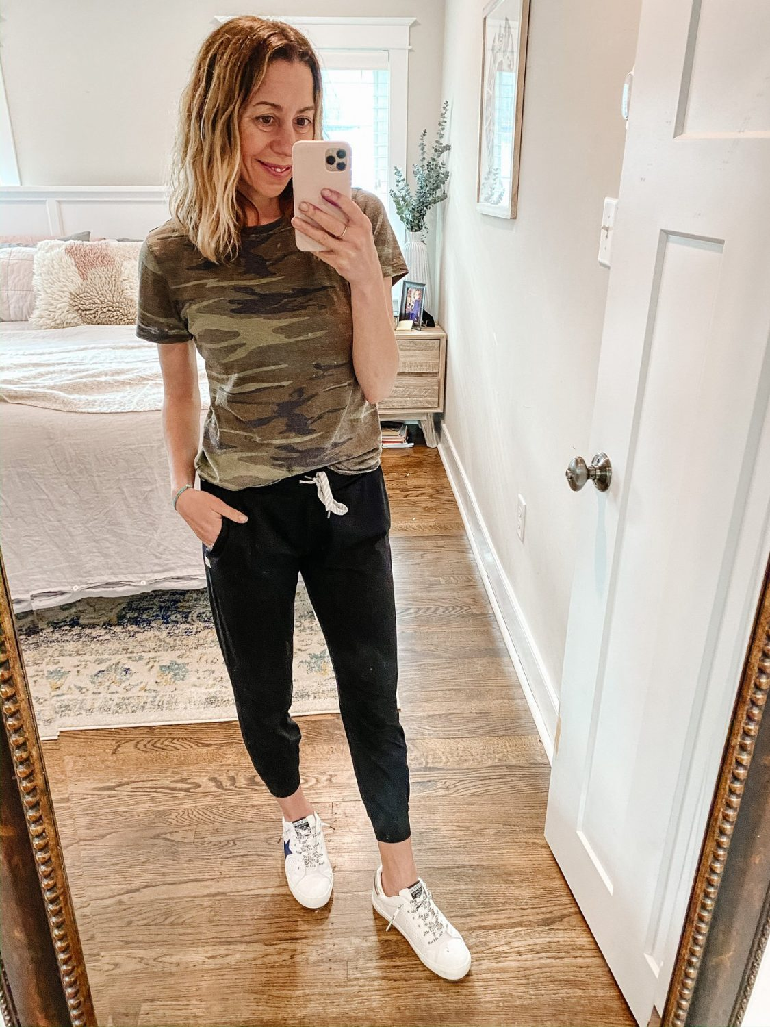 the motherchic wearing joggers