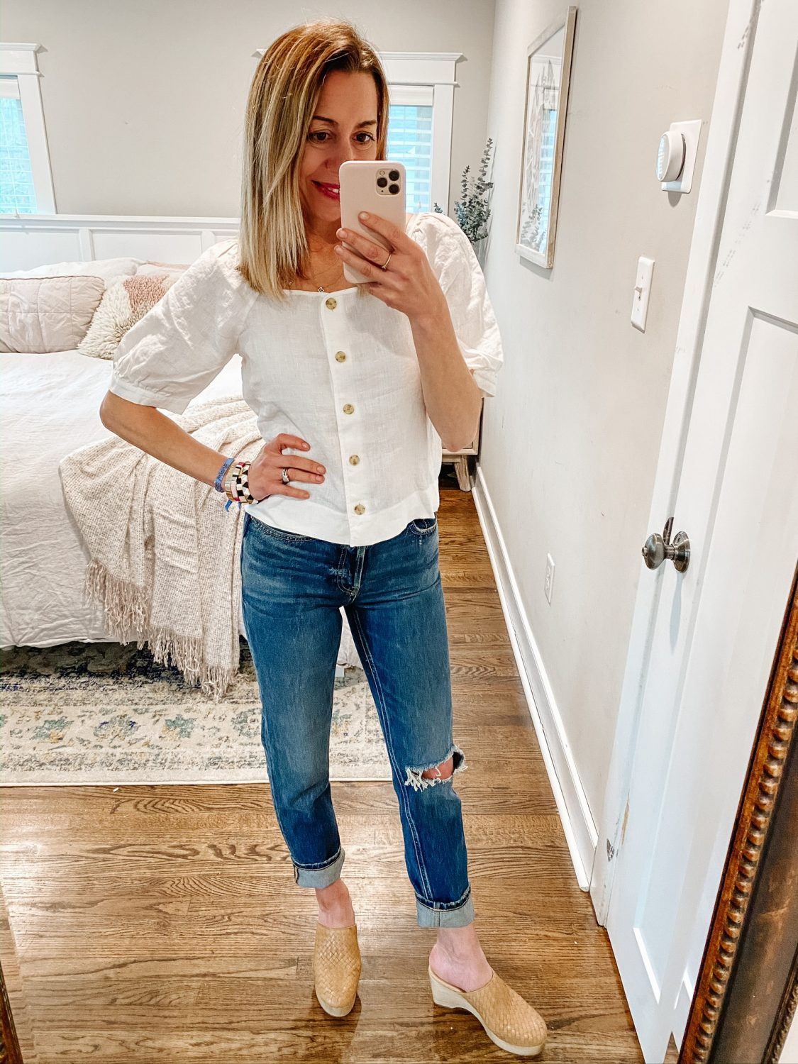 the motherchic wearing Everlane 90s Cheeky non-skinny jeans