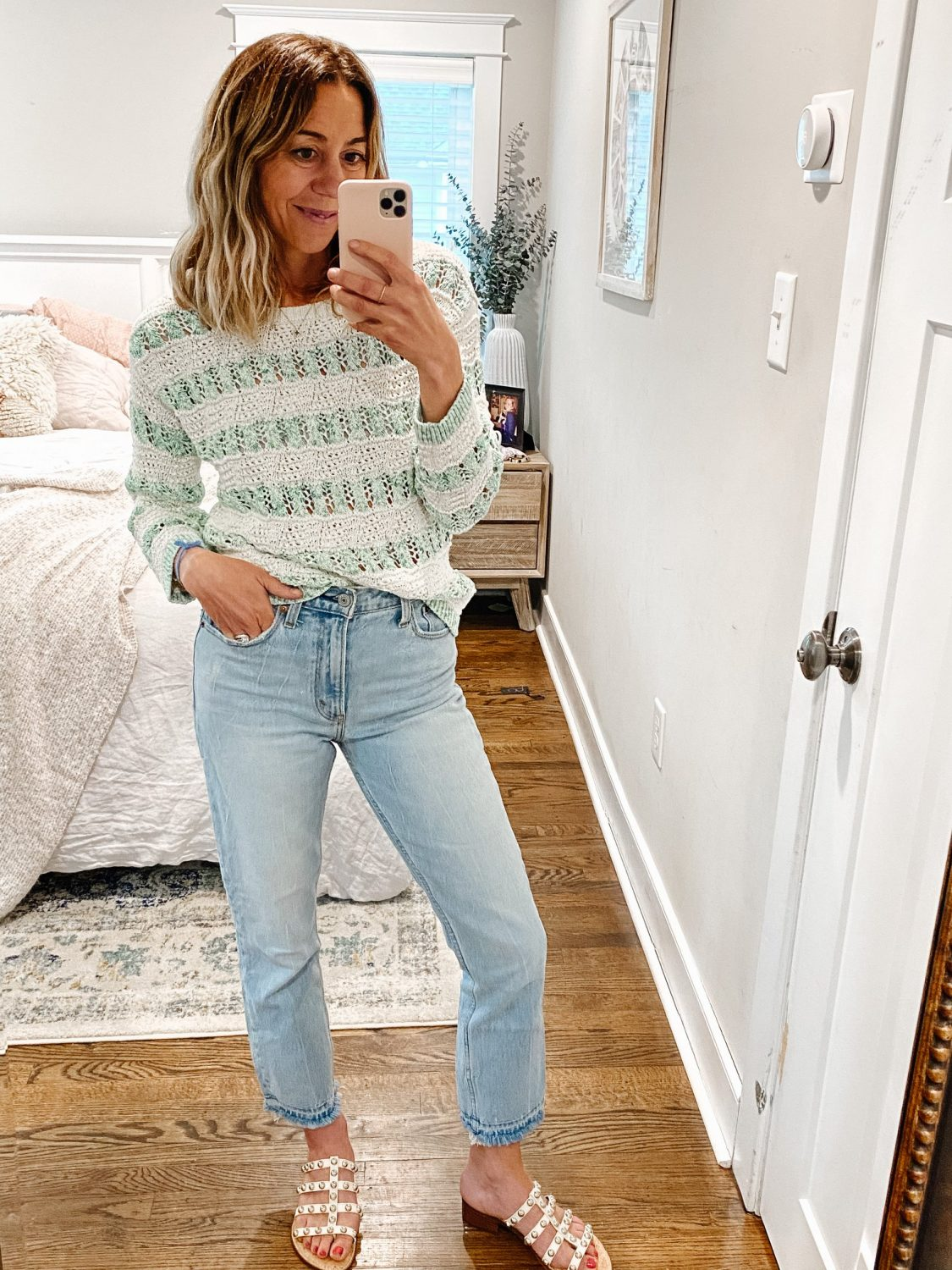 the motherchic wearing Abercrombie Mom Jeans non-skinny jeans