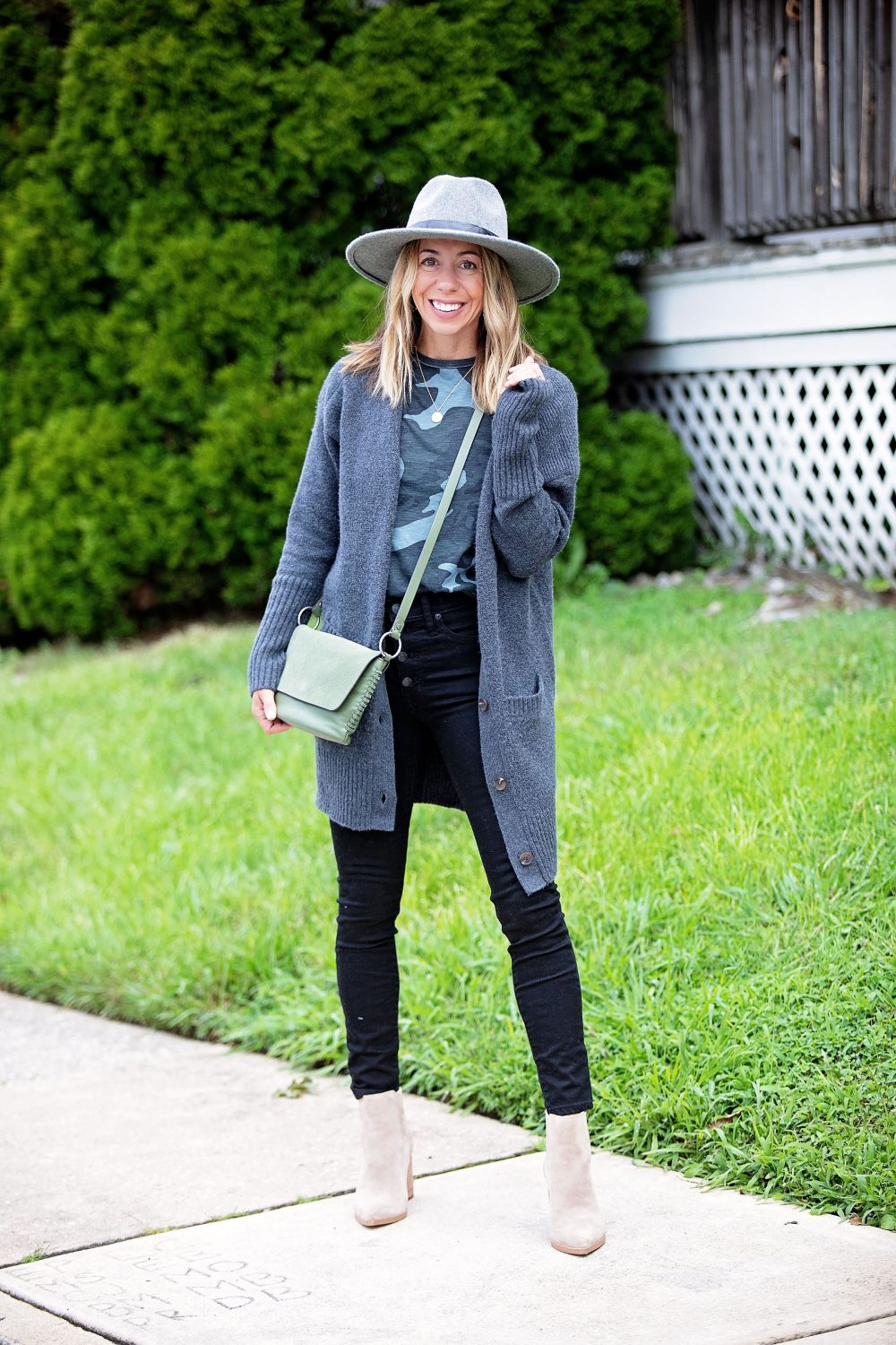 the motherchic wearing madewell black jeans marc fisher bootie