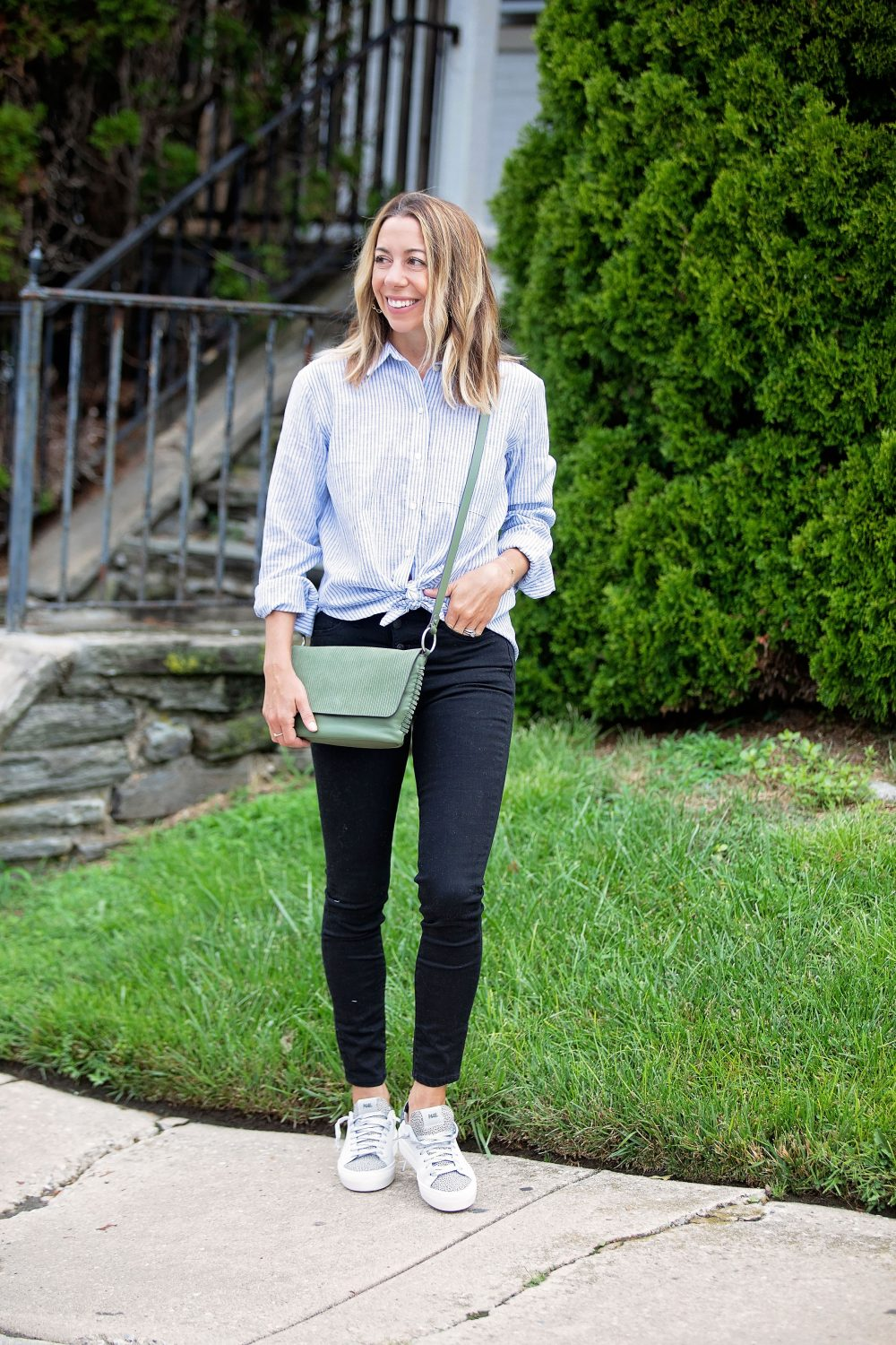 the motherchic wearing madewell black jeans button up top p448 sneakers