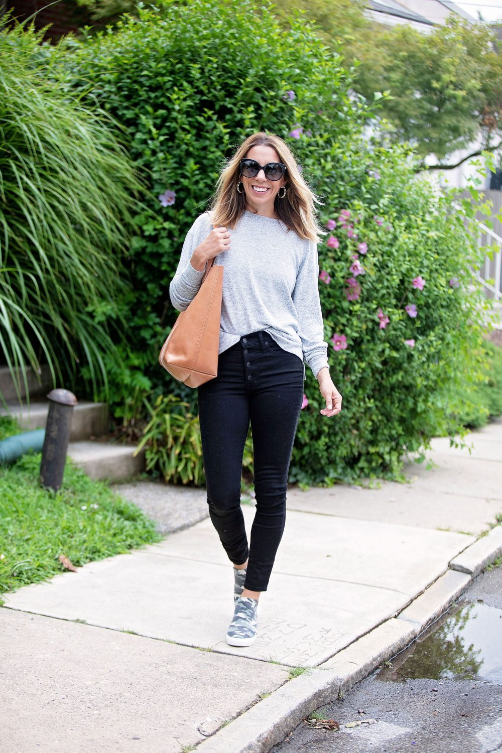 the motherchic wearing madewell black jeans steve madden camo sneaker