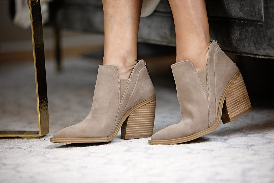 the motherchic wearing vince camuto bootie shoe nordstrom anniversary sale