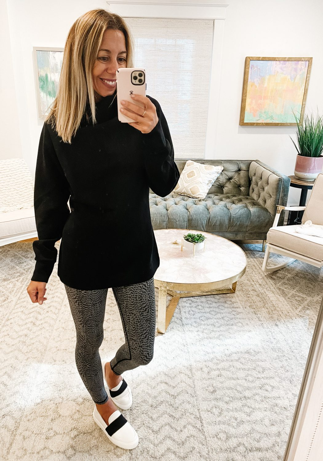 the motherchic wearing varley tunic evereve leggings ugg slides tunics that work best with leggings