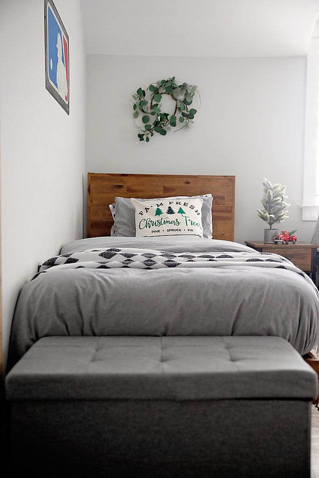the motherchic holiday bedroom decor