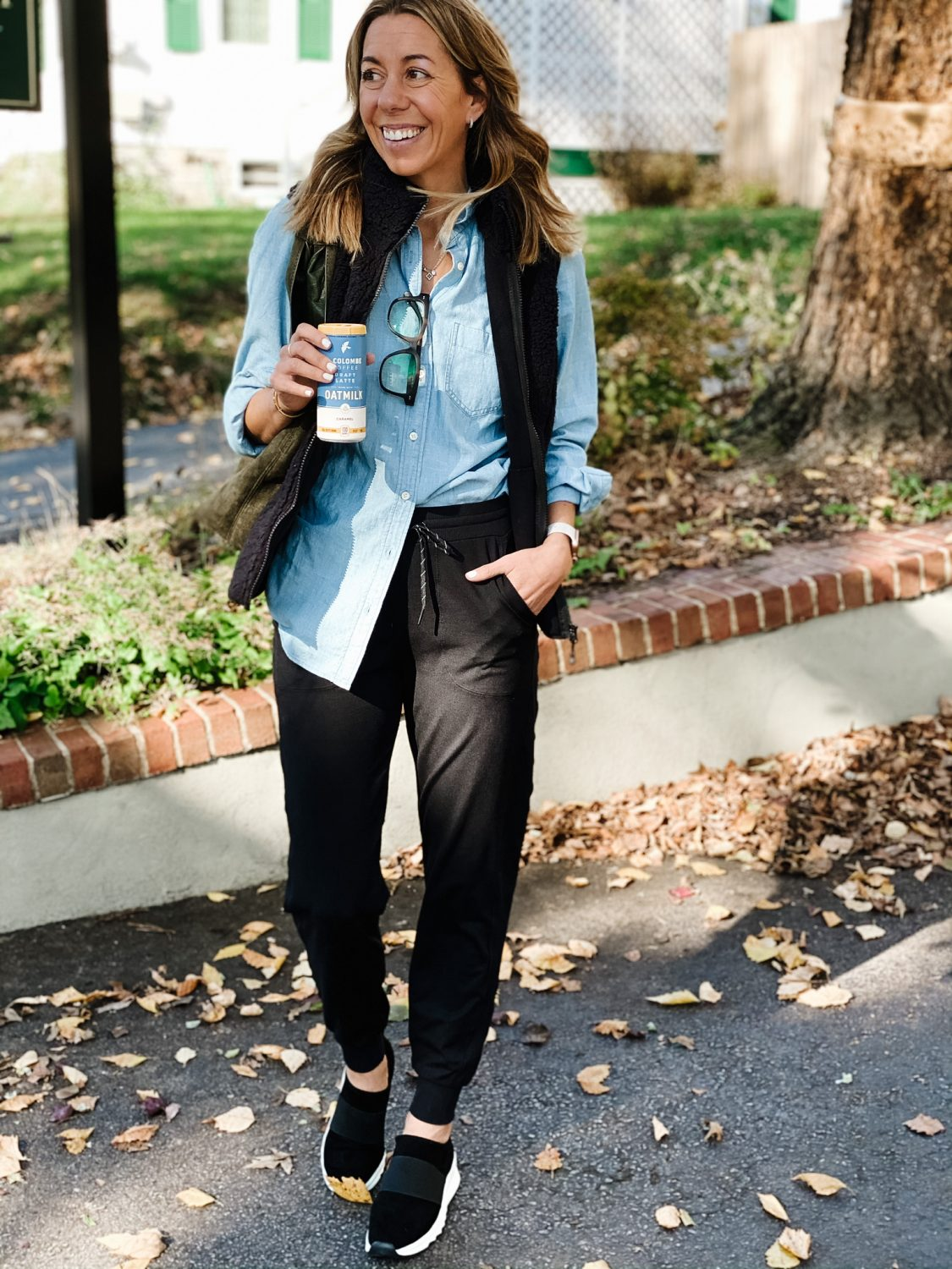 the motherchic how to style joggers amazon vest