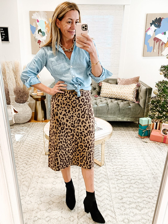the motherchic wearing jcrew sale leopard skirt chambray