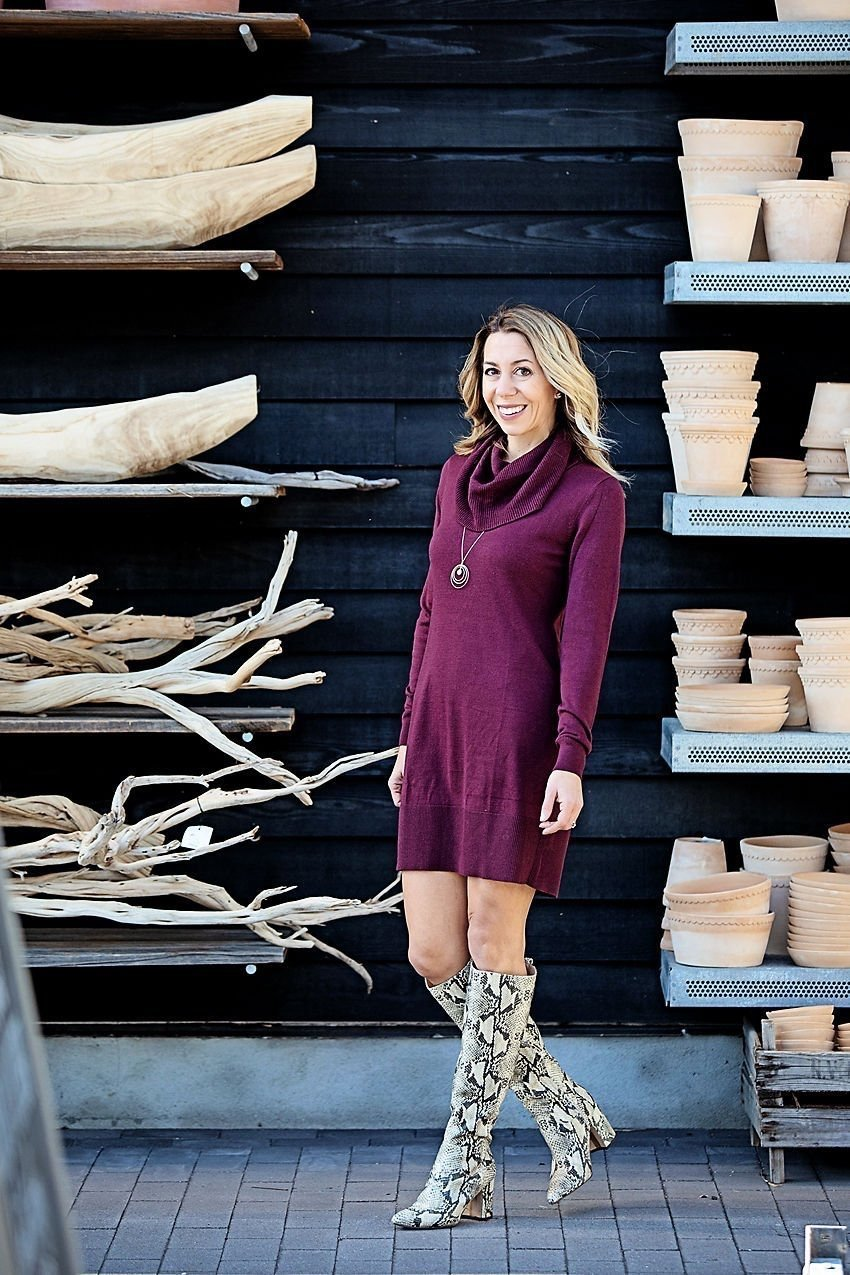 the motherchic thanksgiving outfit sweater dress
