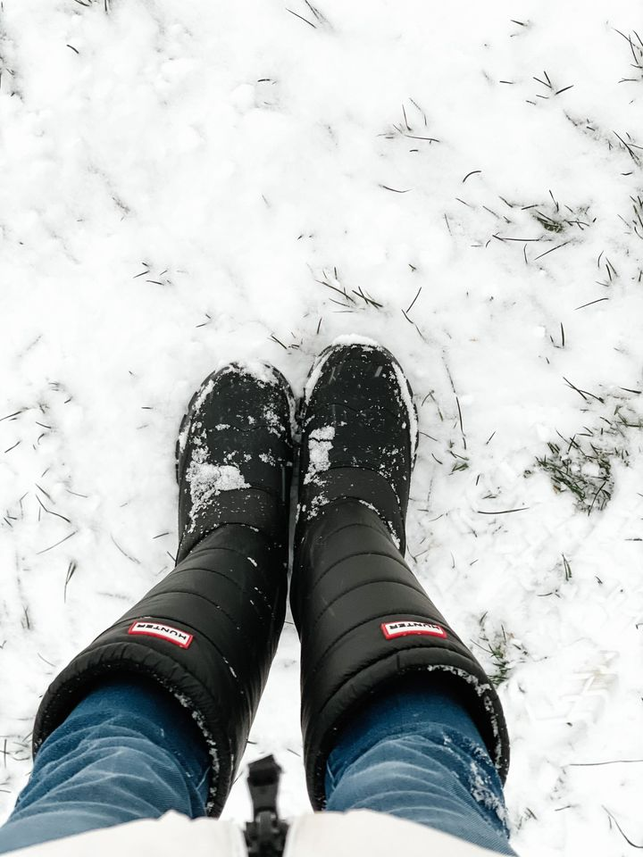 the motherchic wearing hunter boots amazon fashion haul