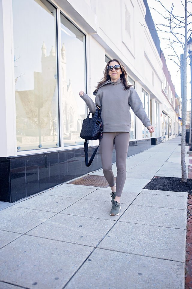 The Motherchic wearing BR standard by Banana Republic