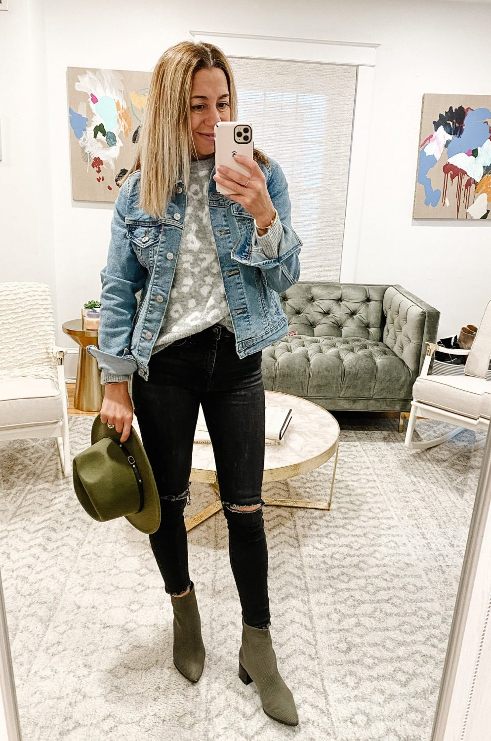 the motherchic wearing  amazon jeans under $100