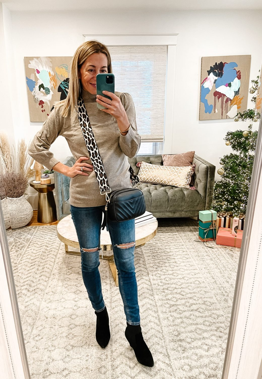 the motherchic wearing old navy rockstar jeans