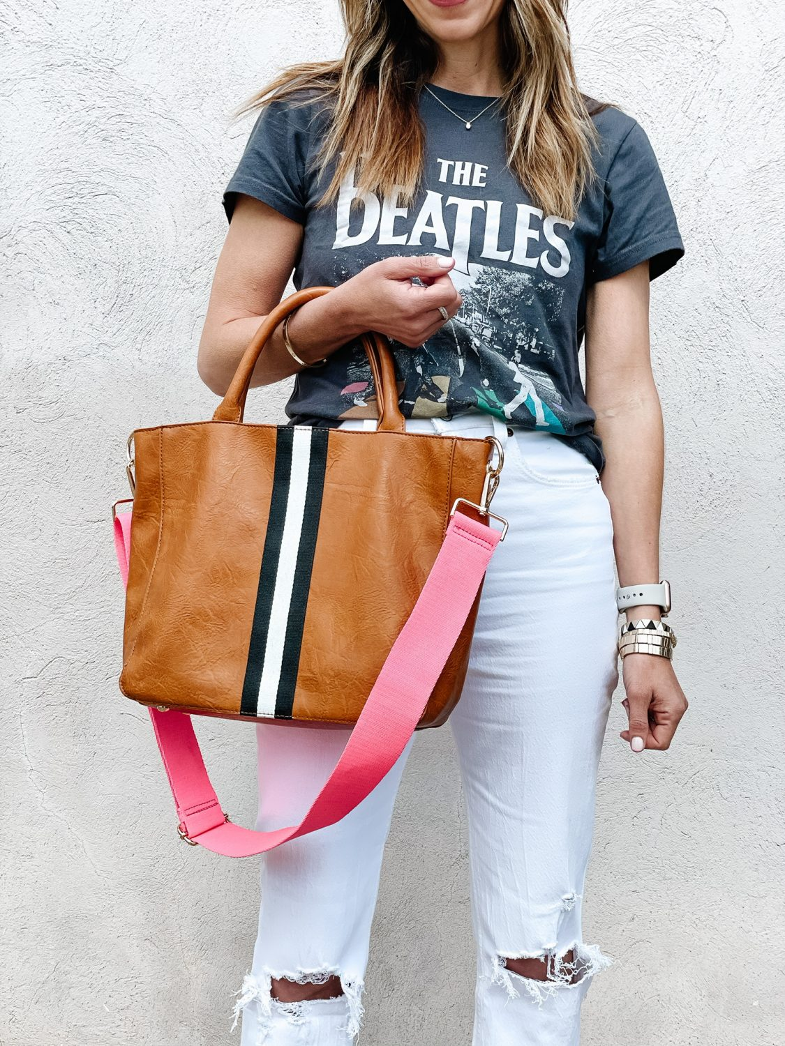 the motherchic wearing graphic tee beatles abercrombie jeans