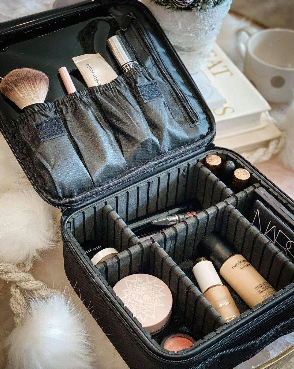 the motherchic amazon beauty travel case
